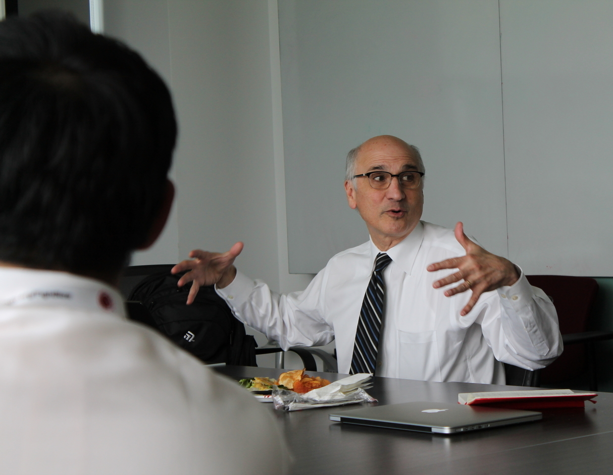 ITM Scholars Lunch and Learn from Renowned Doctor